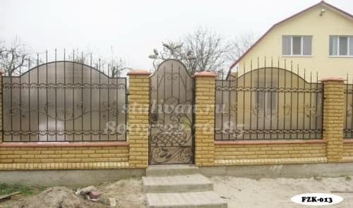 Забор с элементами ковки FZK-013 - фото 1